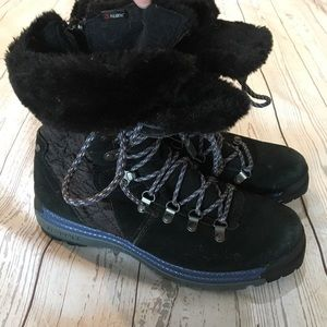 MERRELL Astoria Black Quilted Snow Boots